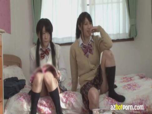 制服美少女が自宅でAV見てムラムラしちゃう無臭生動画像無料
