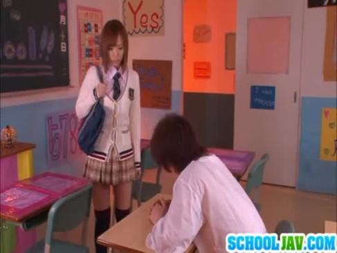 可愛い制服姿の子と教室でせxしちゃうえつくすビデオ動画像無料