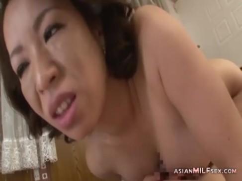 おばさんと昼間からセックスするエックスびデお日本人